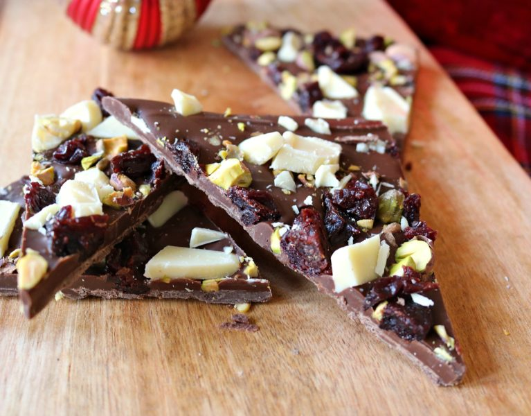 christmas bark, candy bark, chocolate, pistachios, dried cherries, white chocolate