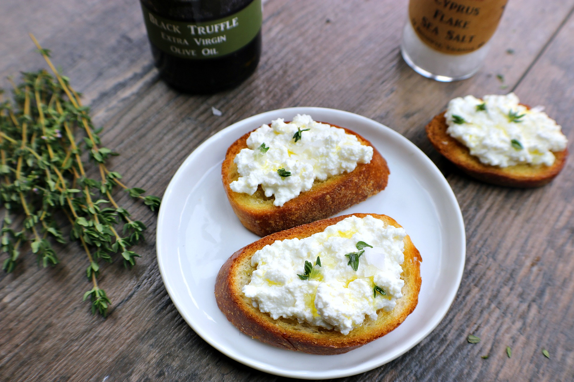 Easy and Delicious Black Truffle Crostini