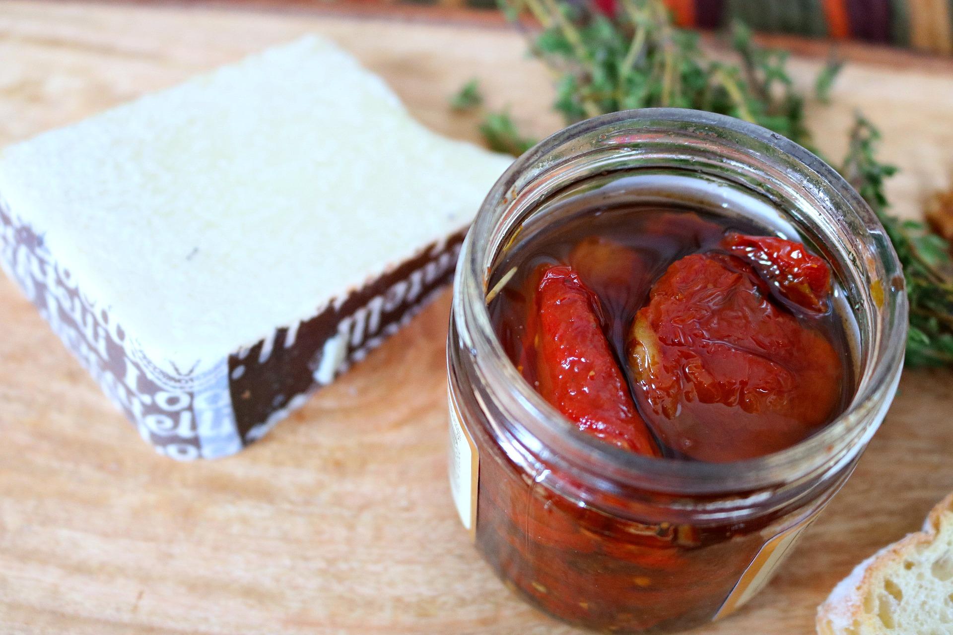 sun dried tomato, pesto, walnuts, crostini, thyme, garlic, appetizer, holidays, Thanksgiving, Christmas