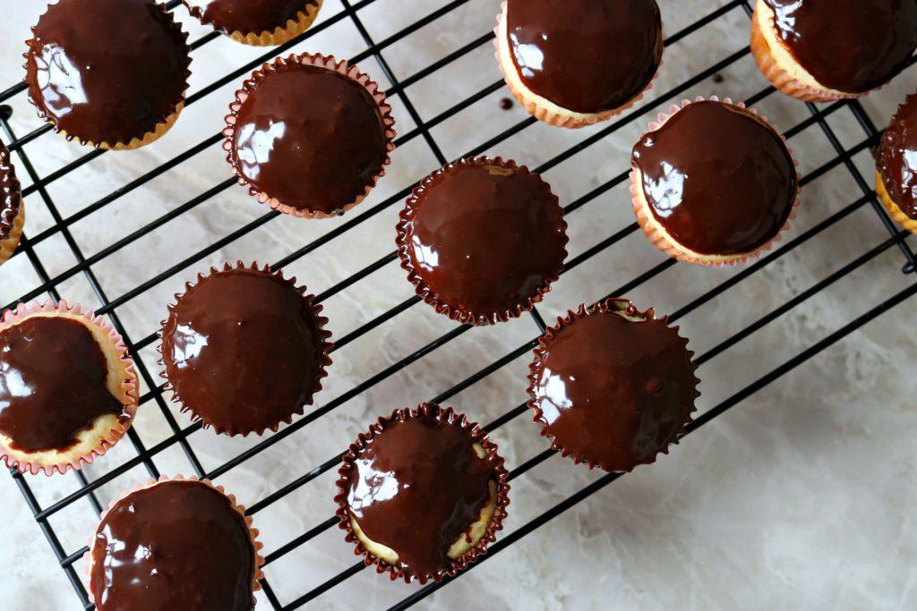 chocolate ganache, banana split cupcakes, banana cupcake, strawberry buttercream frosting, strawberry frosting